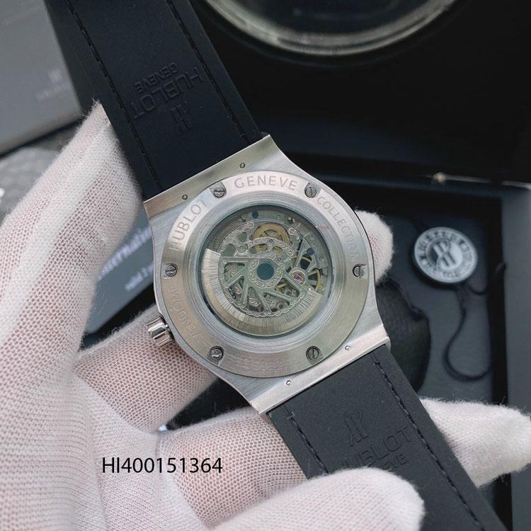 Kích thước mặt số: Size 42mm Bề dầy: 14mm Chất liệu kính: kính tráng saphire Vỏ đồng hồ và khóa: chất liệu thép không gỉ mạ PVD Kiểu máy: Máy cơ nhật bản Automatic Chức năng: lịch ngày Bảo hành máy: 12 tháng (Fullbox) Chống nước: 3 ATM (Rửa tay đi mưa nhỏ)